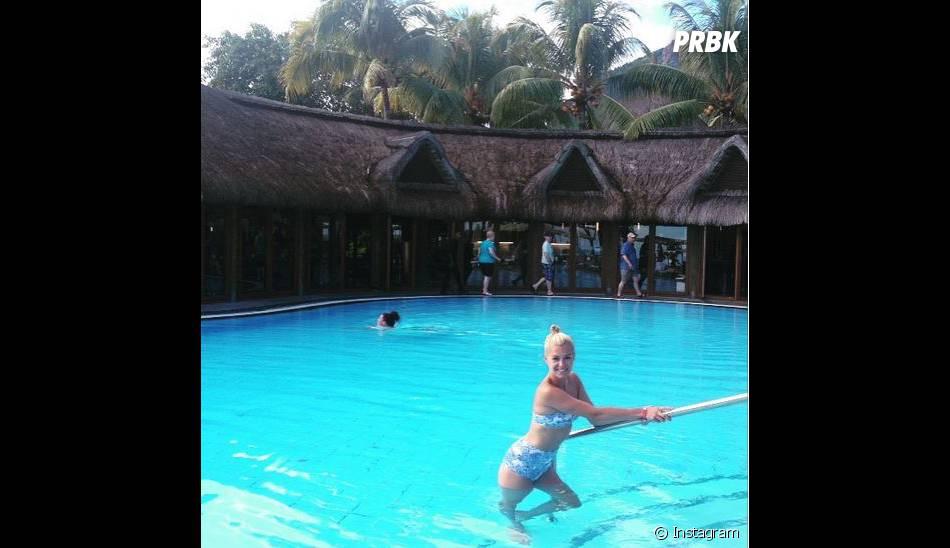Katrina Patchett sexy en bikini à l'île Maurice en mai 2015