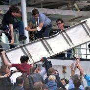 Roland Garros : un panneau de tôle tombe en plein match et blesse un spectateur (vidéo)