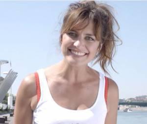 Laetitia Milot marraine sexy et souriante pour La Parisienne 2015