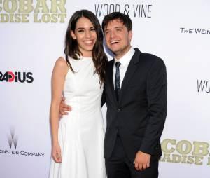 Josh Hutcherson et Claudia Traisac souriants à l'avant-première hollywoodienne de Paradise Lost, le 22 juin 2015