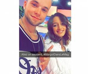 Ma2x avec sa petite amie Margot Malmaison sur le plateau du Mag de NRJ 12, le 30 juin 2015