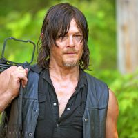 The Walking Dead saison 6 : Daryl, Glenn et Maggie sous tension sur les premières photos