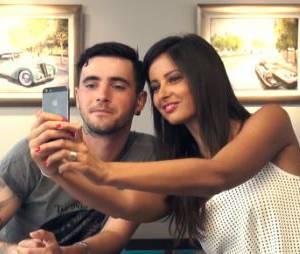 Malika Ménard : selfie avec Louis Delort lors d'une interview