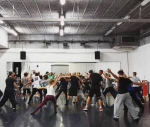 Joy Esther : visite à la troupe de danse de Roméo et Juliette avant la tournée coréenne