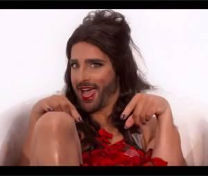 """Florent Peyre déguisée en Conchita Wurst pour une parodie de Color Gitano de Kendji Girac diffusée dans l'émission """"La Grande soirée des parodies"""" sur TF1"""