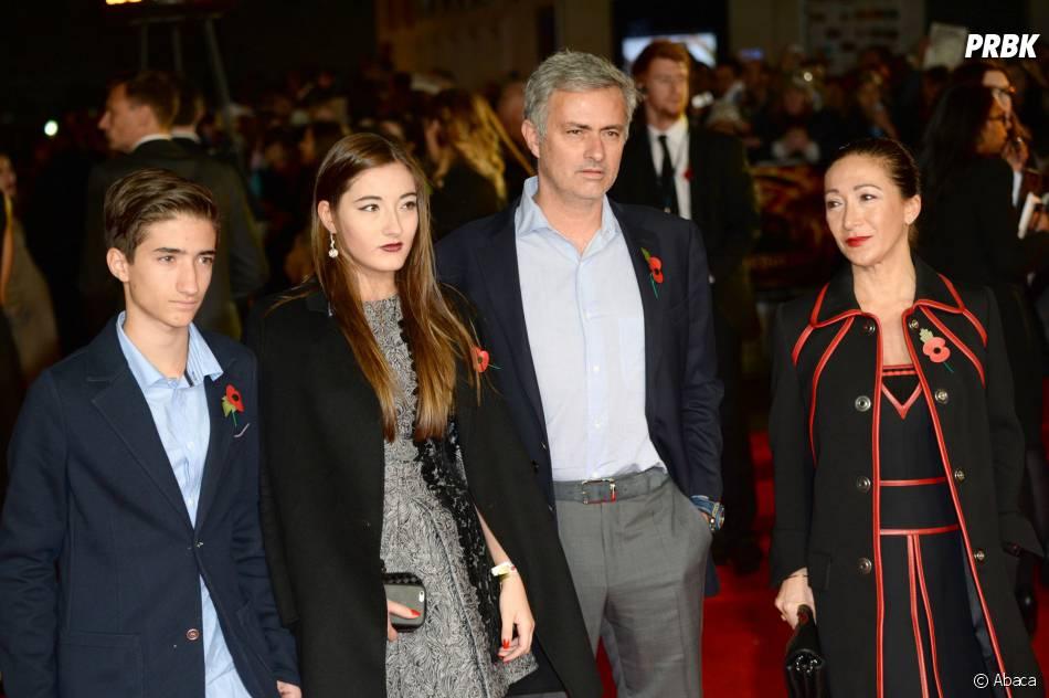 José Mourinho en famille avec sa fille Matilde Mourinho, son fils et sa femme à l'avant-première d'Hunger Games 3, le 10 novembre 2014 à Londres