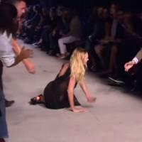 Candice Swanepoel : grosse chute de la mannequin lors du déflié Givenchy de la Fashion Week
