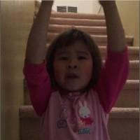 A seulement 6 ans, elle tient un discours parfait sur le divorce pour réconcilier ses parents