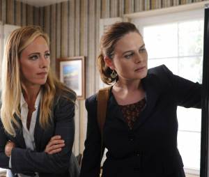 Bones saison 11, épisode 2 : Kim Raver et Emily Deschanel sur une photo