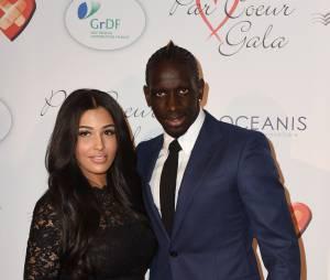 Mamadou Sakho et sa femme Mazda Magui sur le tapis rouge du gala Par Coeur au profit de l'association Cé Ke Du Bonheur à Paris, le 24 septembre 2015