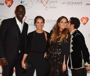 Omar Sy, Mélissa Theuriau, Hélène Sy et Jamel Debbouze sur le tapis rouge du gala Par Coeur au profit de l'association Cé Ke Du Bonheur à Paris, le 24 septembre 2015
