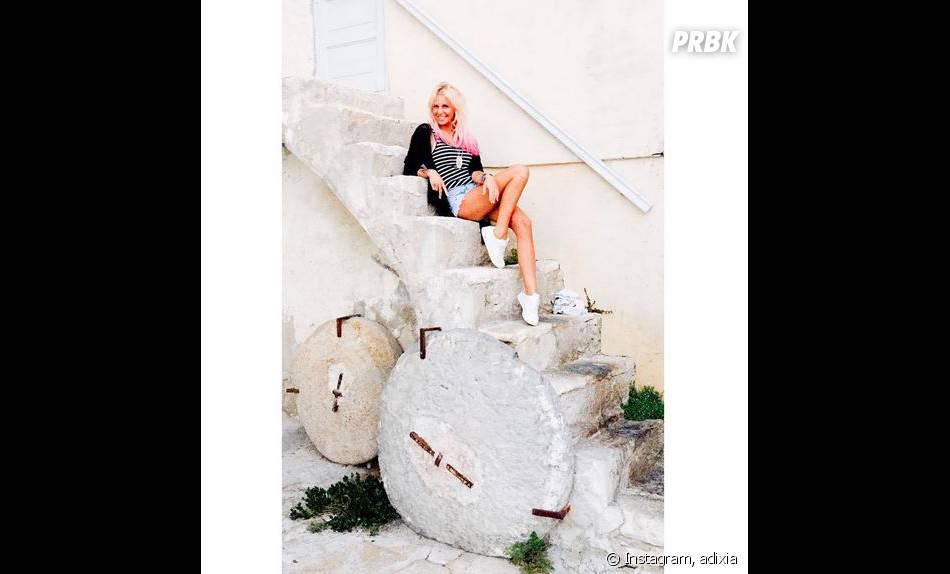Adixia (Les Ch'tis VS Les Marseillais) accro à Instagram pendant ses vacances en Corse