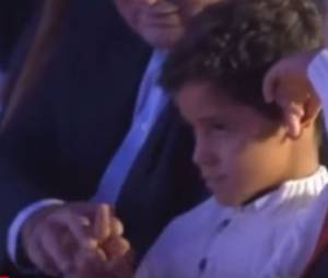 Cristiano Ronaldo : son fils fait un doigt d'honneur lors de la cérémonie du Soulier d'or, le 13 octobre 2015, à Madrid