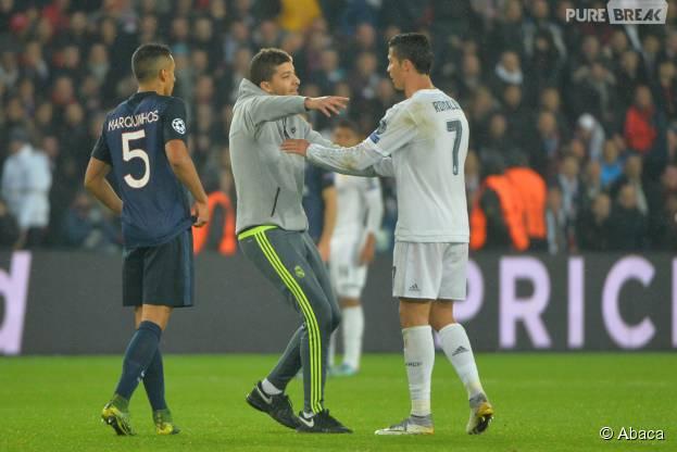Cristiano Ronaldo : câlin avec un fan pendant PSG vs Real Madrid, le 21 octobre 2015