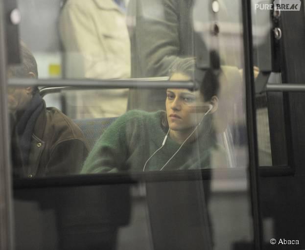 Kristen Stewart dans le métro à Paris le 28 octobre 2015 pour le tournage du film Personal Shopper d'Olivier Assayas
