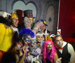 Vanessa Hudgens en Alice au pays des merveilles pour Halloween