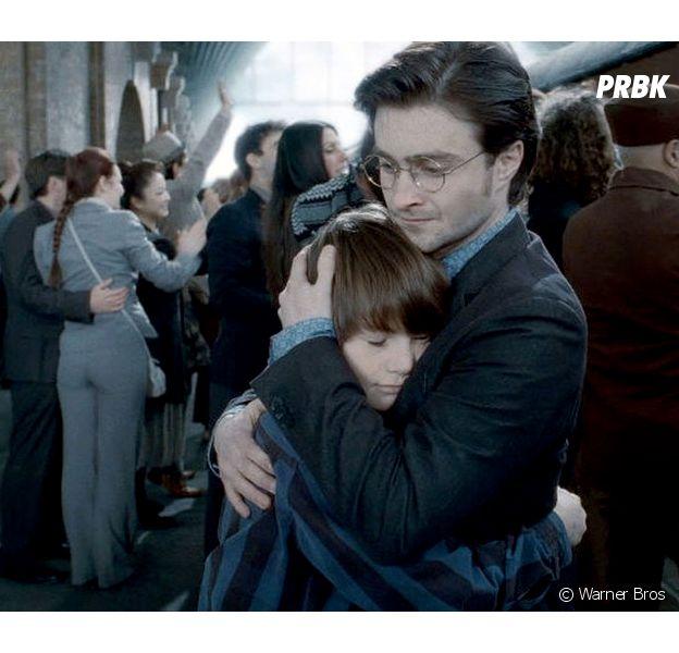 Harry Potter : J.K. Rowling dévoile un mystère sur l'enfant d'Harry et défend Rogue sur Twitter