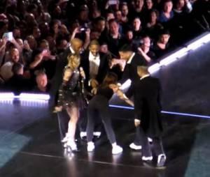 Madonna et Christine and the Queens sur scène à Bercy, le 10 décembre 2015