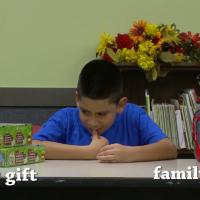 Expérience sociale : ces enfants pauvres choisiront-ils un cadeau de Noël pour eux ou leur famille ?