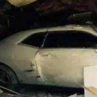 WTF : il crashe sa voiture contre un bâtiment... en essayant de voyager dans le temps !
