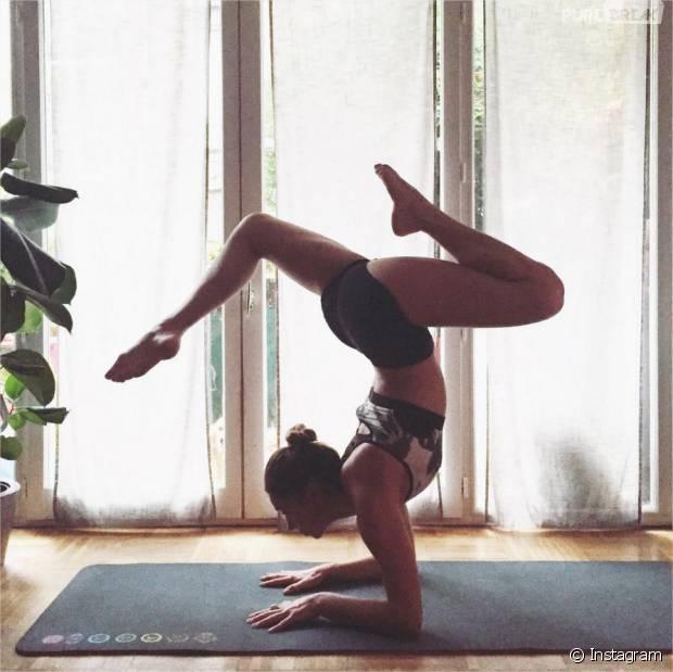Clio Pajczer : nouvelle chroniqueuse sexy de TPMS sur D8 et professeur de yoga