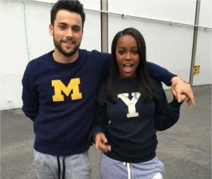 How To Get Away with Murder : Aja Noami King pose avec Jack Falahee sur le tournage