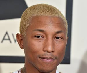 Pharrell Williams blond sur le tapis rouge des Grammy Awards 2016, le 15 février à Los Angeles