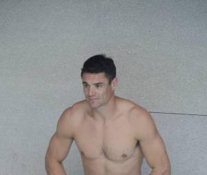 Dan Carter sexy et torse nu avec les joueurs du Racing 92 pour Clarins à la piscine Molitor, le 17 février 2016