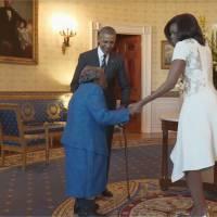 Barack Obama et Michelle s'offrent une danse à la Maison-Blanche... avec une mamie de 106 ans