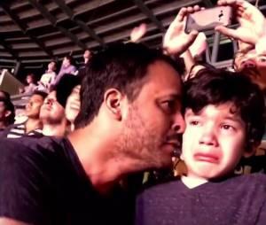 Coldplay : les larmes d'un père et son fils autiste au concert du groupe à Mexico le 16 avril 2016