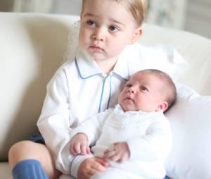 Princesse Charlotte avec son grand frère George sur des photos dévoilées en juin 2015