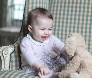 Princesse Charlotte trop mimi sur une photo officielle