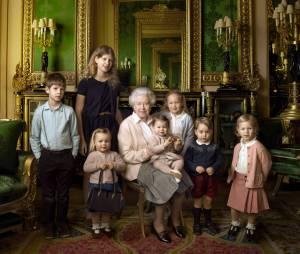 La Reine Elizabeth pose avec ses arrières petits-enfants dont la Princesse Charlotte et le Prince George en avril 2016