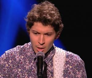 Patrick chante, Elodie Frégé en larmes.