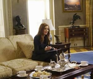Scandal saison 5, épisode 21 : Abby (Darby Stanchfield) face à Fitz (Tony Goldwyn) sur une photo