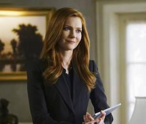 Scandal saison 5, épisode 21 : Abby (Darby Stanchfield) sur une photo