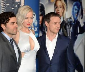Jennifer Lawrence avec James McAvoy et Oscar Isaac à l'avant-première de X-Men Apocalypse à Londres en mai 2016