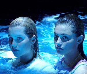Phoebe Tonkin et Claire Holt de The Originals dans H2O