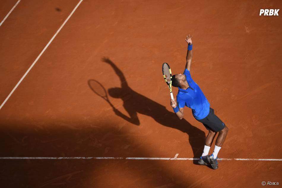 Jo Wilfried Tsonga en a marre d'entre ces blagues sur Kinder Bueno pendant qu'il joue au tennis