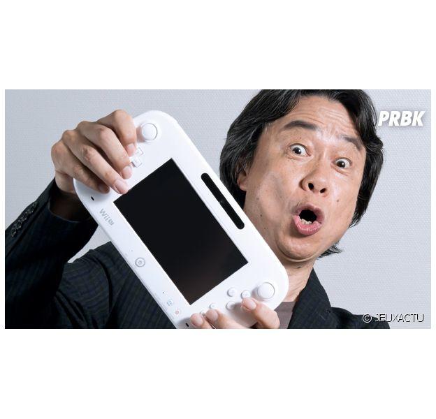 Shigeru Miyamoto, le papa de Mario, avec un Wii U Gamepad dans les mains