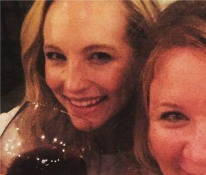 The Vampire Diaries saison 8 : Candice Accola et Julie Plec à un diner avant le tournage