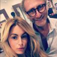 Carla Moreau (Les Marseillais et les Ch'tis VS le reste du Monde), très contente d'être passée au Salon Rouge pour redevenir blonde.