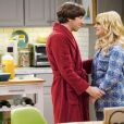 The Big Bang Theory : Howard  (Simon Helberg) et Bernadette (Melissa Rauch) sur une photo