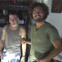 Maxime Musqua relance sa chaîne YouTube et déguste du serpent