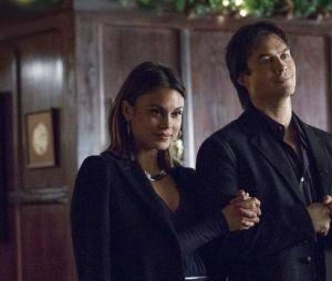 The Vampire Diaries saison 8, épisode 7 : Sybil (Nathalie Kelley) et Damon (Ian Somerhalder) sur une photo