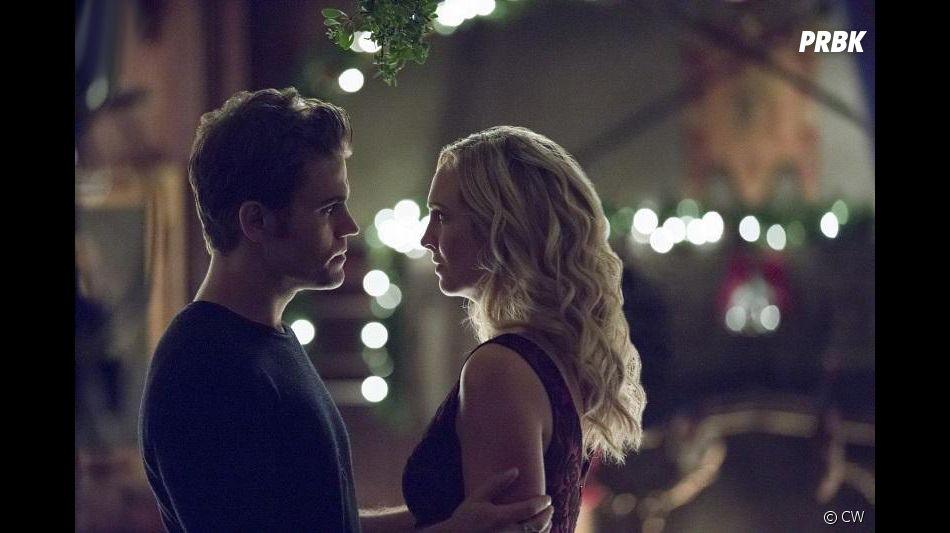 The Vampire Diaries saison 8, épisode 7 : Stefan (Paul Wesley) et Caroline (Candice Accola) sur une photo
