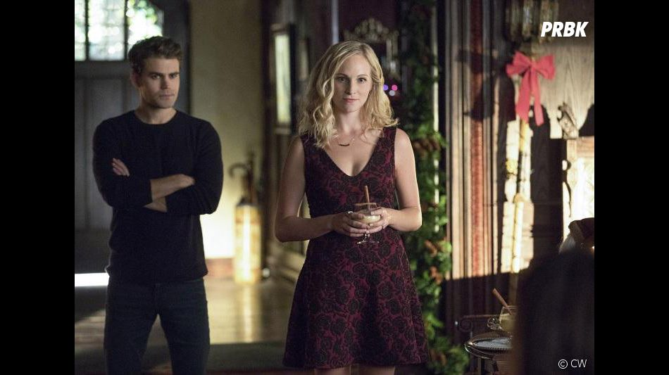 The Vampire Diaries saison 8, épisode 7 : Caroline (Candice Accola) et Stefan (Paul Wesley) sur une photo