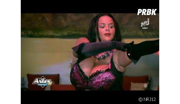 Sarah Fraisou : strip tease dans Les Anges 8