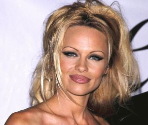 Pamela Anderson ne ressemble plus à ça !
