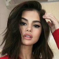 Selena Gomez les lèvres gonflées : chirurgie esthétique ou Photoshop ?